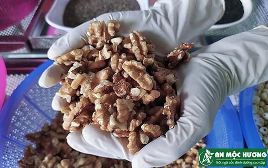 óc chó là nguyên liệu làm ngũ cốc An Mộc Hương